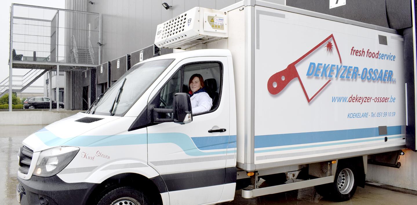Vrouwelijke chauffeur bij Dekeyzer-Ossaer
